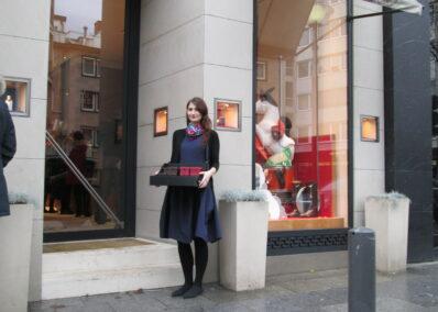 Promoterin der Promotionagentur PRO-VOGUE für Hermès