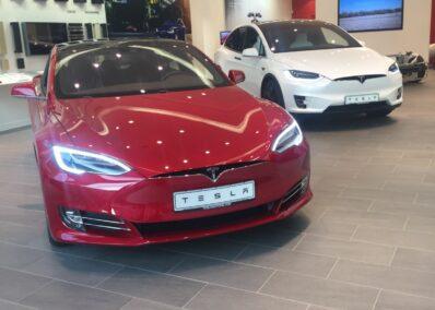 Tesla Modelle n rot & weiß