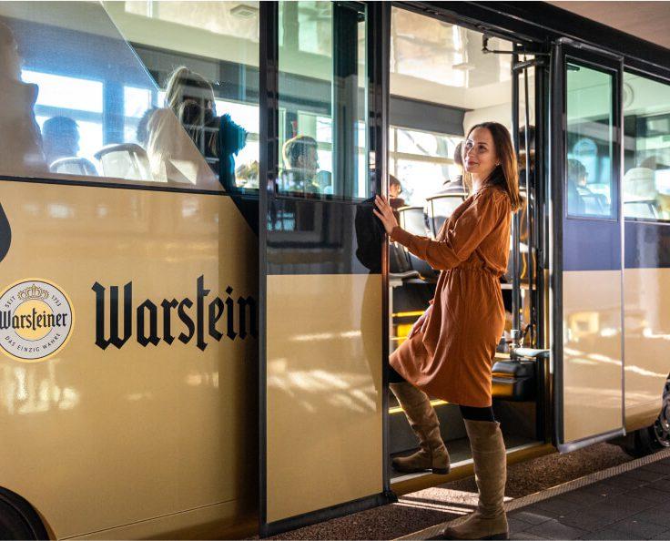 Promoterin der Promotionagentur PRO-VOGUE bei Brauereibesichtigung im Rahmen der Schulung für Warsteiner Brewers Gold