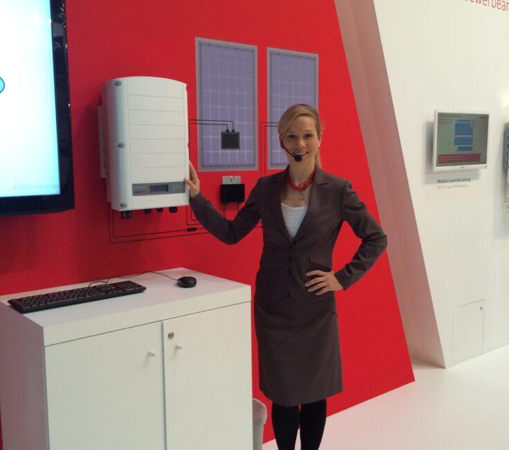 Moderatorin der Promotionagentur PRO-VOGUE für Solaredge